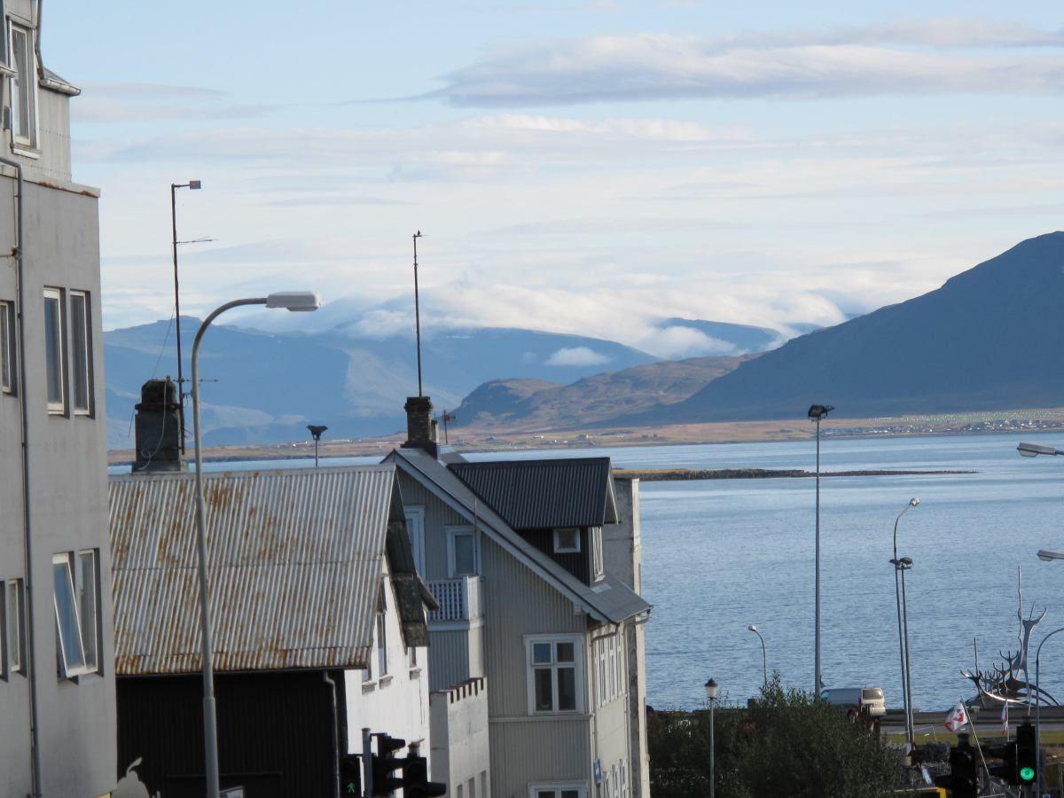 Wenn schon Süden, dann Island. Warum? Darum: http://www.indernaehebleiben.de/wenn-schon-suden-dann-island/