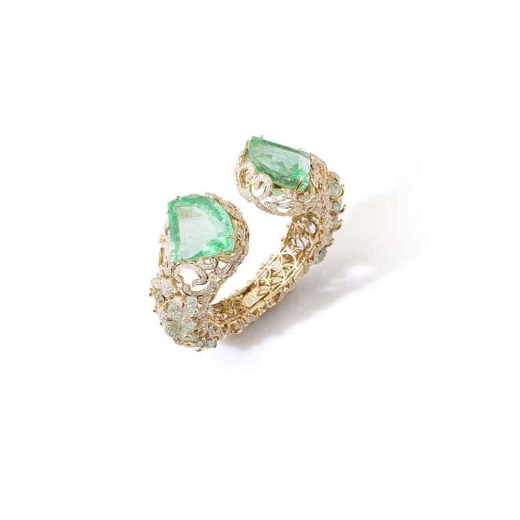This is the #cuff we will be wearing all summer - @farahkhanf Le Jardin Exotique Colombian #emerald cuff set with two kite-shaped #emeralds weighing 151.24ct, carved #aquamarine leaves and #diamonds in yellow gold #farahkhan #luxury #indianjewellery #cufflove
