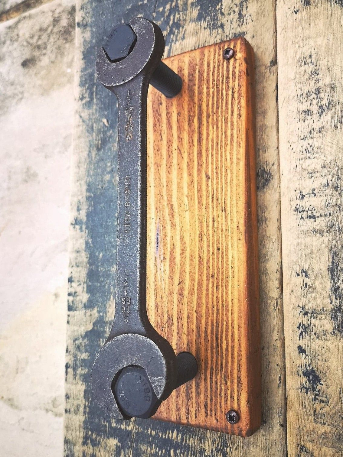 Made From A Vintage Wrench Bolts And Barn Wood This Cool Door Handle Woud Be Ideal In A Man Cave Or Industrial Style A In 2020 Welding Projects Cool Doors Metal Art