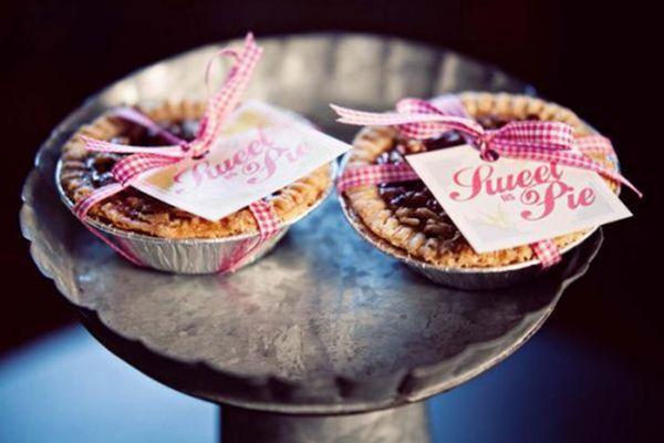 Wedding Favor Ideas: Mini Pies | Arabia Weddings |Personal Pies Wedding