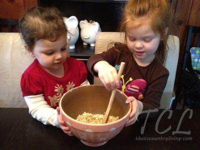 Magical Reindeer Food Recipe + Printable Tag #reindeerfoodrecipe