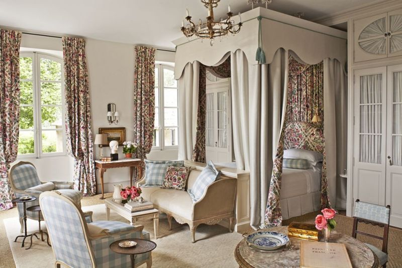A Fabulous French Farmhouse The Glam Pad Warm Home Decor Country House Decor French Country Rug
