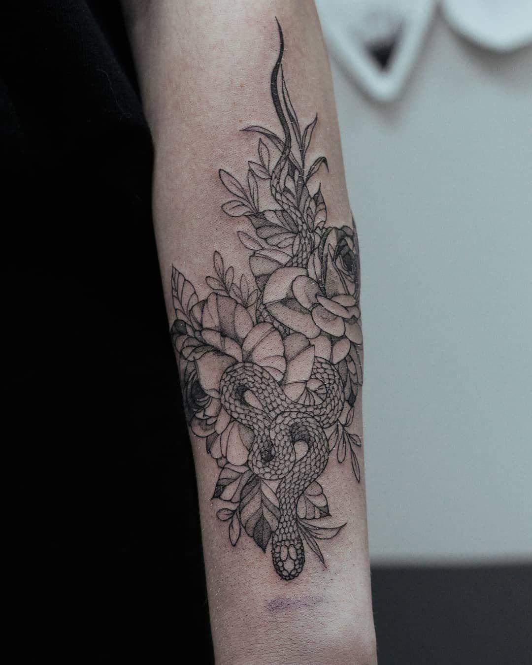 Snake for @__outlive_ 🌿  Для записи на сеанс/разработку эскиза пишите в директ 🖤✨ #owl_tattoo_mogilev #тату #татумогилев #могилев#tattoosketch #tattoostyle #tattooideas #tattoo_artwork #sketch #sketching #artist #art #artoftheday #flowers #tattooing #tattooartist #эскизытатуировок #эскиз  #overwatch #photographer #vsco #vscoapp #ink #photo #tattoo #tattomogilev #tattooed #graphic #blacktattoos
