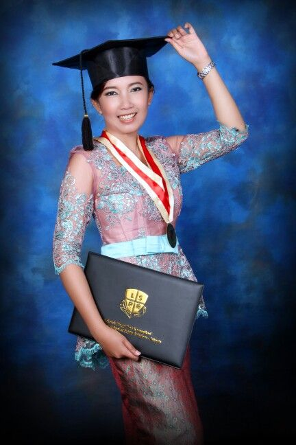Photo of Seems like I'm happy with wearing kebaya and graduated. #kebaya #graduated #trad…