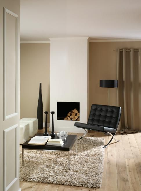 sfeer woonkamer hoogpolig vloerkleed designstoeltje haard