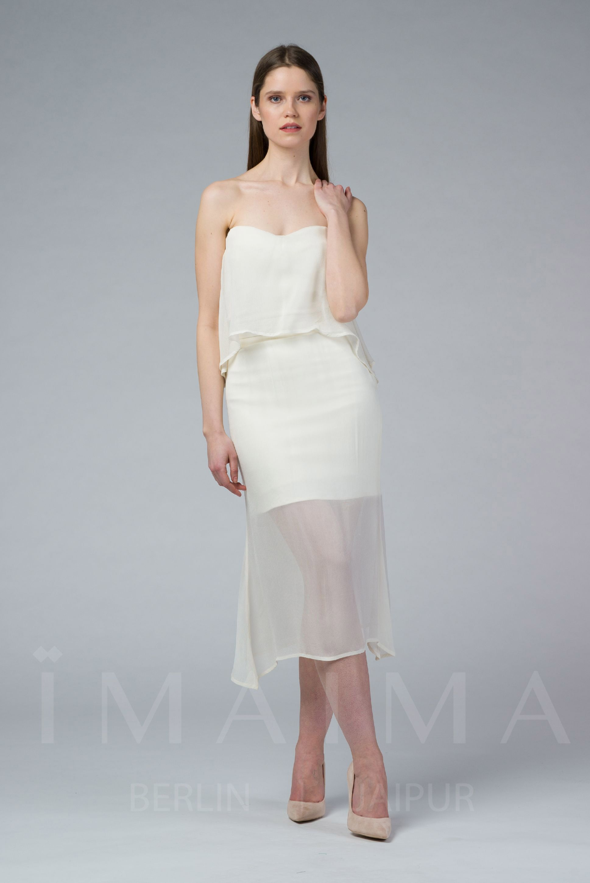 FAARIYA is a stretchable mermaid marshmallow skirt. It is a close-cut bodycon fit with a high-rise waist, a concealed zip at the side. It is fully-lined. FAARIYA is best styled with the DONYA top.