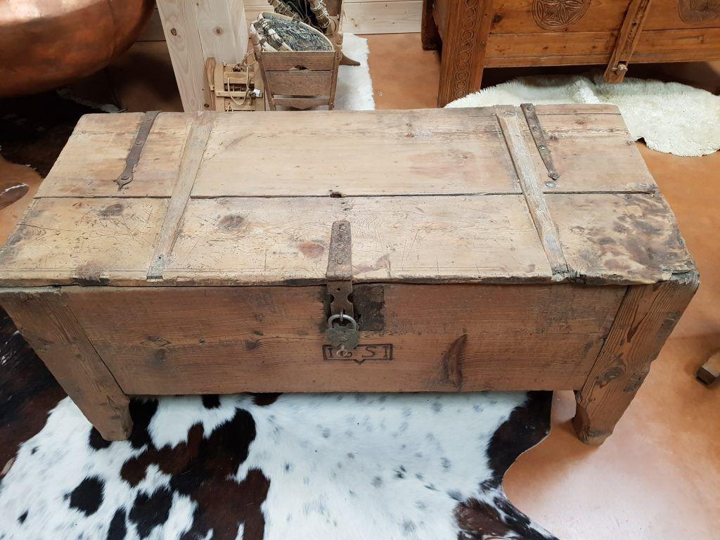 Meubles Coffre Ancien En Meleze Date 1651 Avec Cadenas Mobilier De Salon Coffre Ancien Coffre