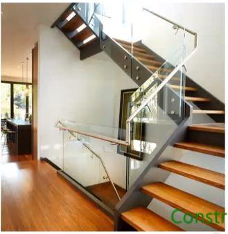 Escalera con hueco para futuro ascensor stairs for Huecos de escaleras modernos
