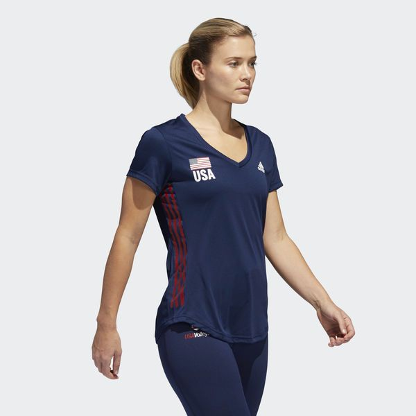 This Women S Volleyball T Shirt Waves The American Flag For The Sport With A Usa Volleyball Logo On The Chest Workout Casual Casual T Shirts Fashion Wishlist