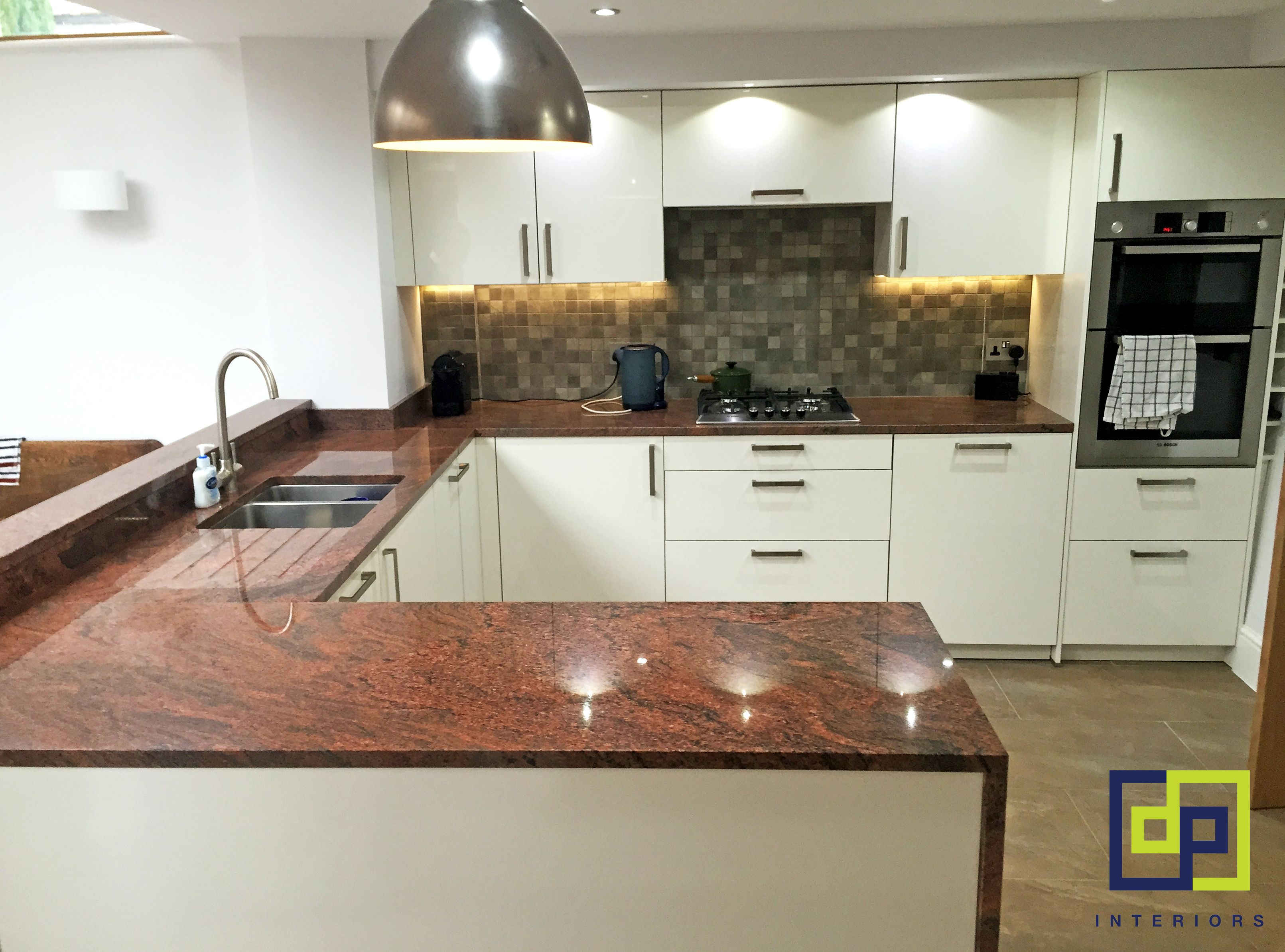 red granite gloss kitchen cocina pinterest gloss kitchen granite and kitchens. Black Bedroom Furniture Sets. Home Design Ideas