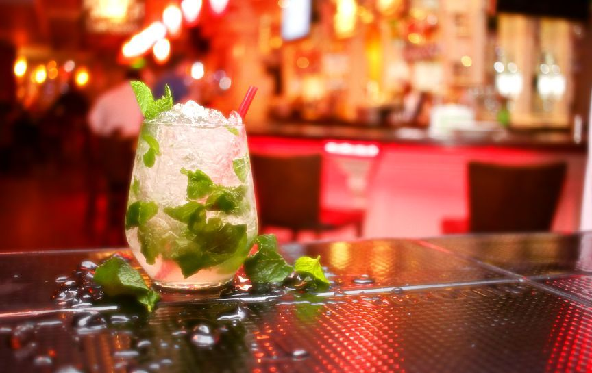 5 Tips to Order Low Calorie Drinks at Bars | Best cocktail ...