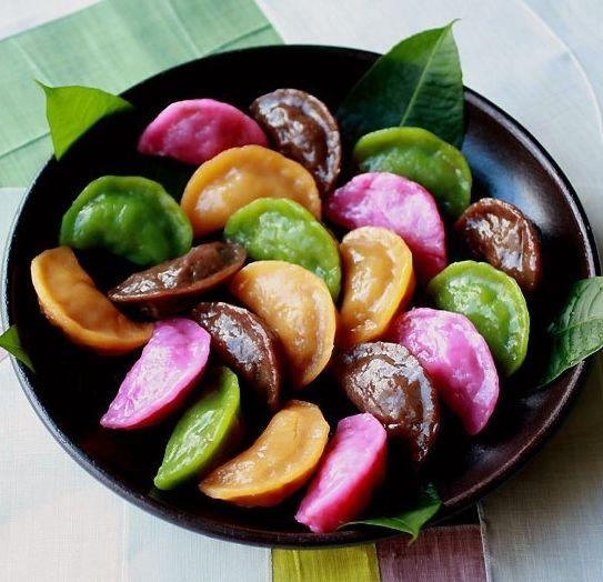 Chuseok Food (Korean Thanksgiving): Songpyeon.
