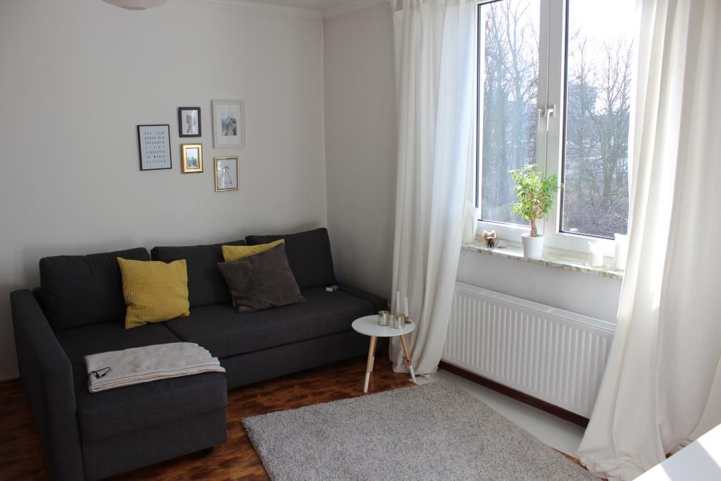 So Einfach Simpel Ein Gemtliches Wohnzimmer Gestalten Kissen Auf Dem Soga Als Farbakzente