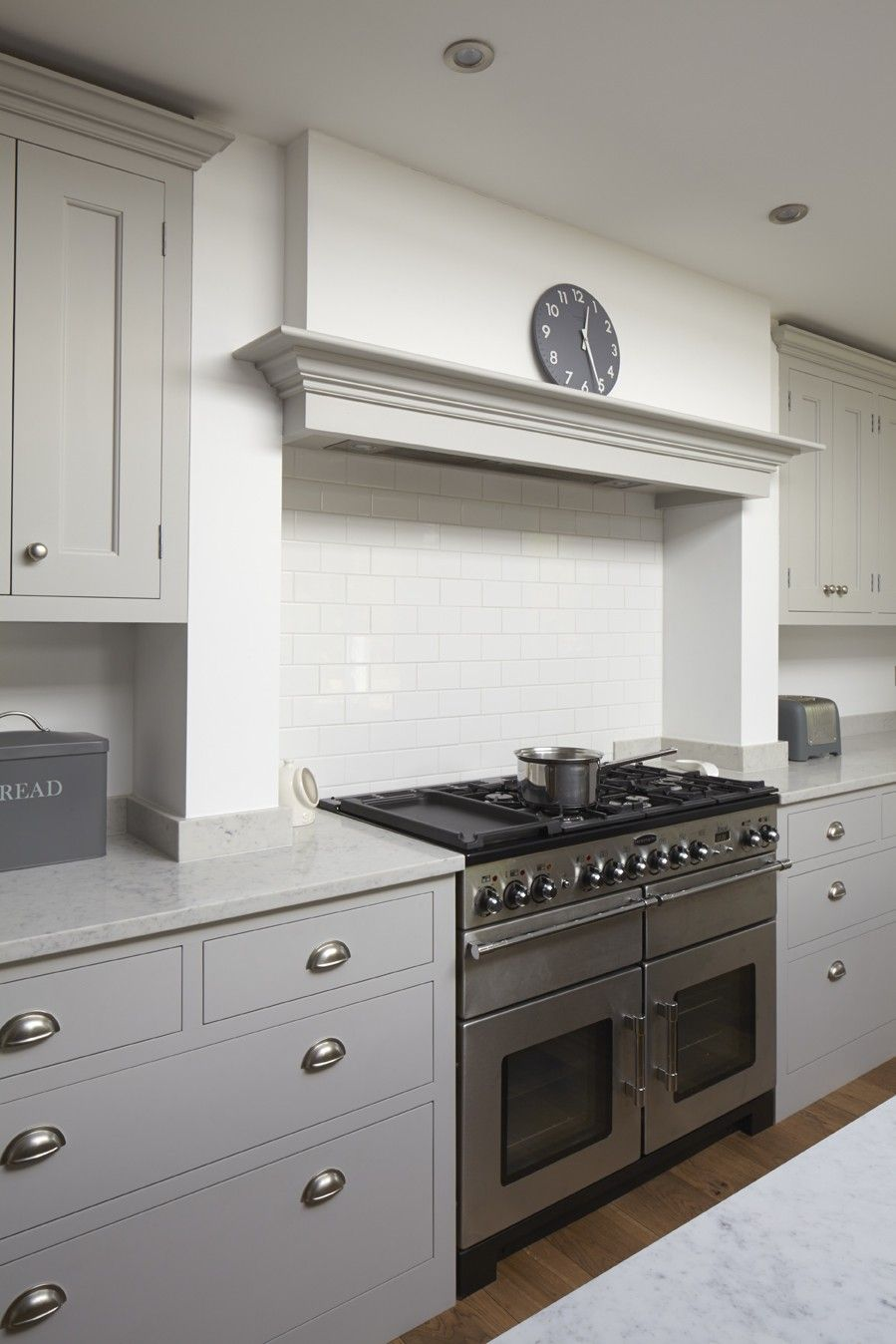 Hinchley Wood Surrey Traditional Kitchen In 2020 Kitchen Cooker Kitchen Chimney Kitchen Canopy