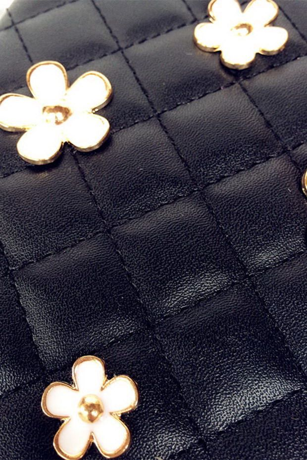 Case with bulk metal flowers black or white color for