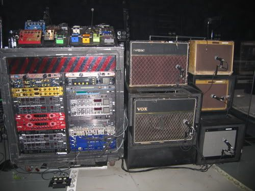 theedge 39 s gear on stage he splits his signal to two amps for a stereo delay effect music. Black Bedroom Furniture Sets. Home Design Ideas