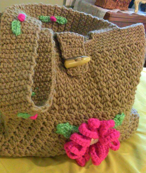 Crochet bag, made by Dolores Aristud