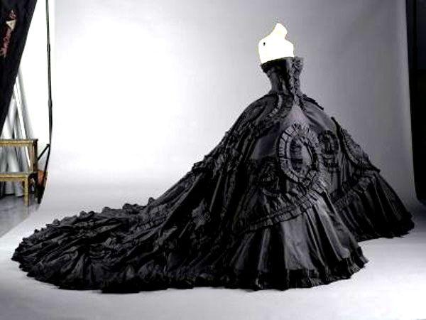 strapless dark wedding dress - LOOOOOVE! | Love and Warm Fuzziness ...