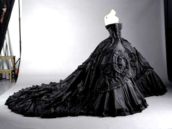 strapless dark wedding dress - LOOOOOVE!