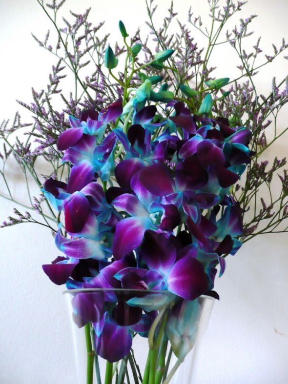 Nice Turquoise wedding decor with orchids!! #Turquoise #centerpiece #details