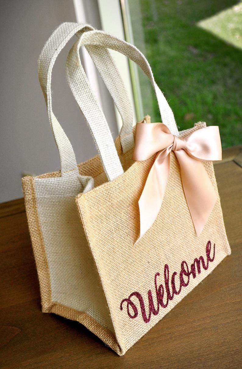 Welcome Gift Bags Wedding Guest Gift Bag Hotel Welcome Bag Etsy In 2020 Burlap Gift Bags Guest Gift Bags Jute Bags Design