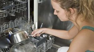 Can You Add Drain Cleaner To A Dishwasher Hunker Dishwasher Detergent Clean Dishwasher Dishwasher Racks