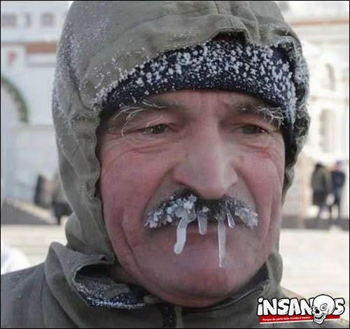 Frio Congelante Veja As Fotos Mais Impressionantes De Coisas Que Podem Acontecer No Frio Extremo Insanos Funny Pictures Meme Pictures Winter Meme