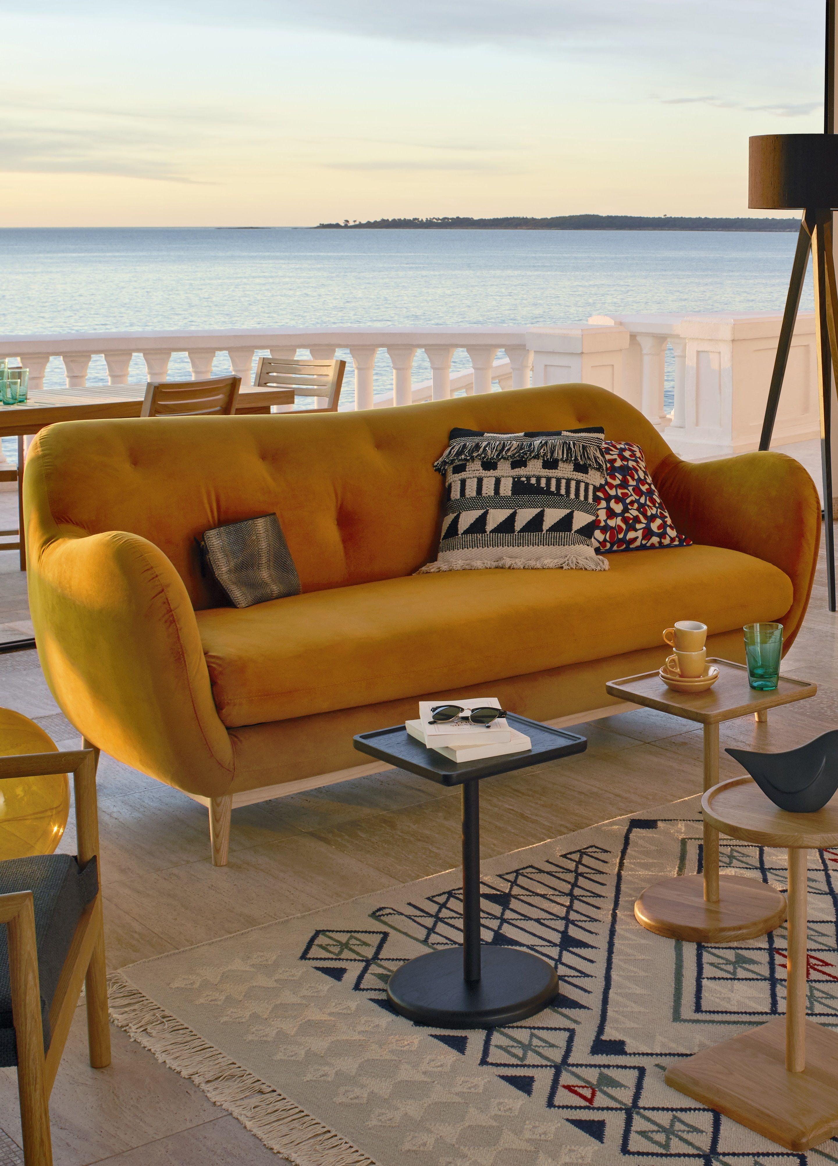 Son Design Tres Annees 50 A Ete Revisite Par Le Studio De Design Habitat Ses Pieds Fuseles Lui Apporte De La Legere Canape Habitat Salon Jaune Canape 3 Places