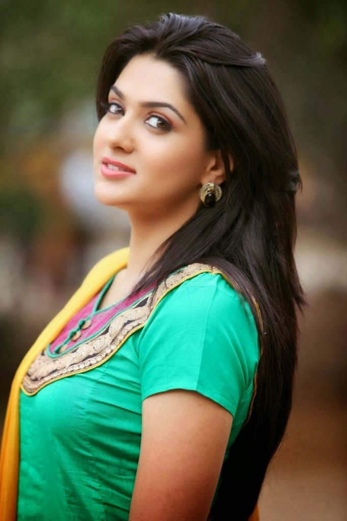 Actress sakshi choudary cute hd wallpapers best pics store i am for you looks in 2019 - Indian nice girl wallpaper ...