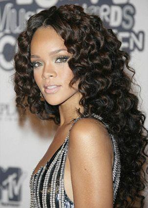 Pin By Xristina On Rihanna Rihanna Hairstyles Curly Hair