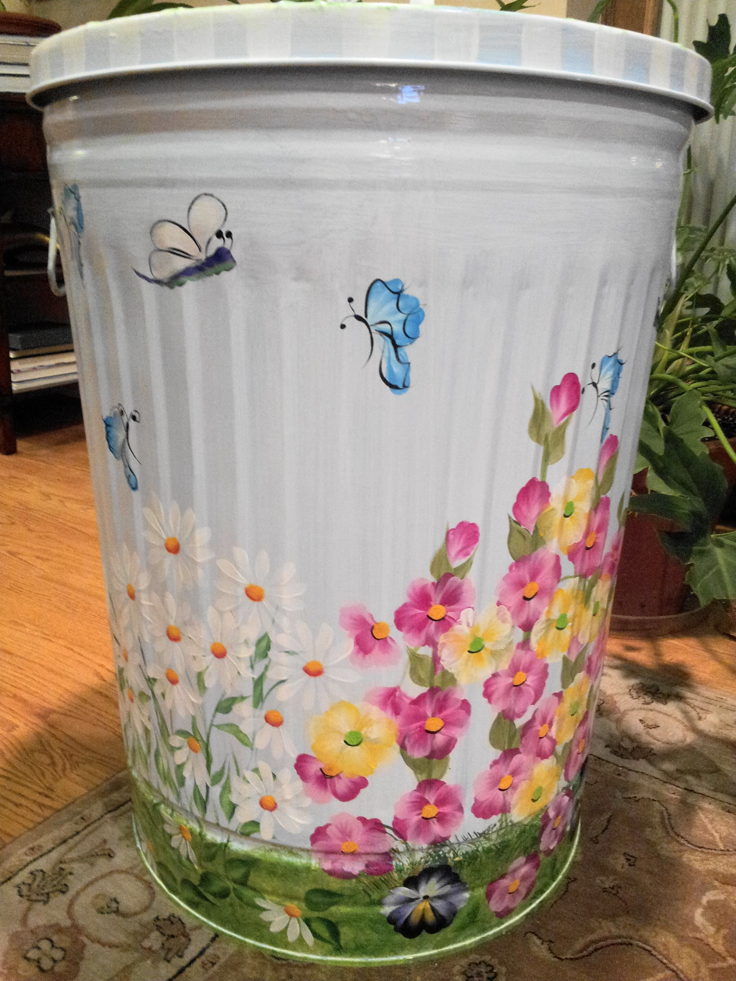 30 Gallon Hand Painted Trash Can Painted Trash Cans Painting Plastic Painted Mailboxes