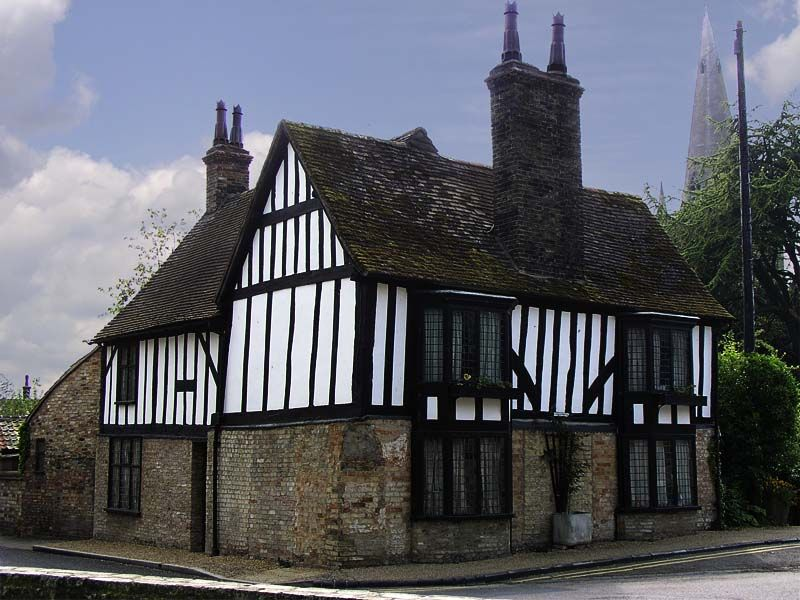 A 16th Century Timber Framed House Ely Uk Typical Middle Cl Elizabethan Houses Were Framed With Vertical Timbers Which Were Often Supported By