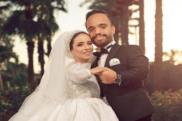 روميو وجوليت مصر عبد الرحمن ومنار قصار القامة الذين أصبحوا حديث شبكات التواصل الاجتماعي Wedding Dresses Dresses Fashion