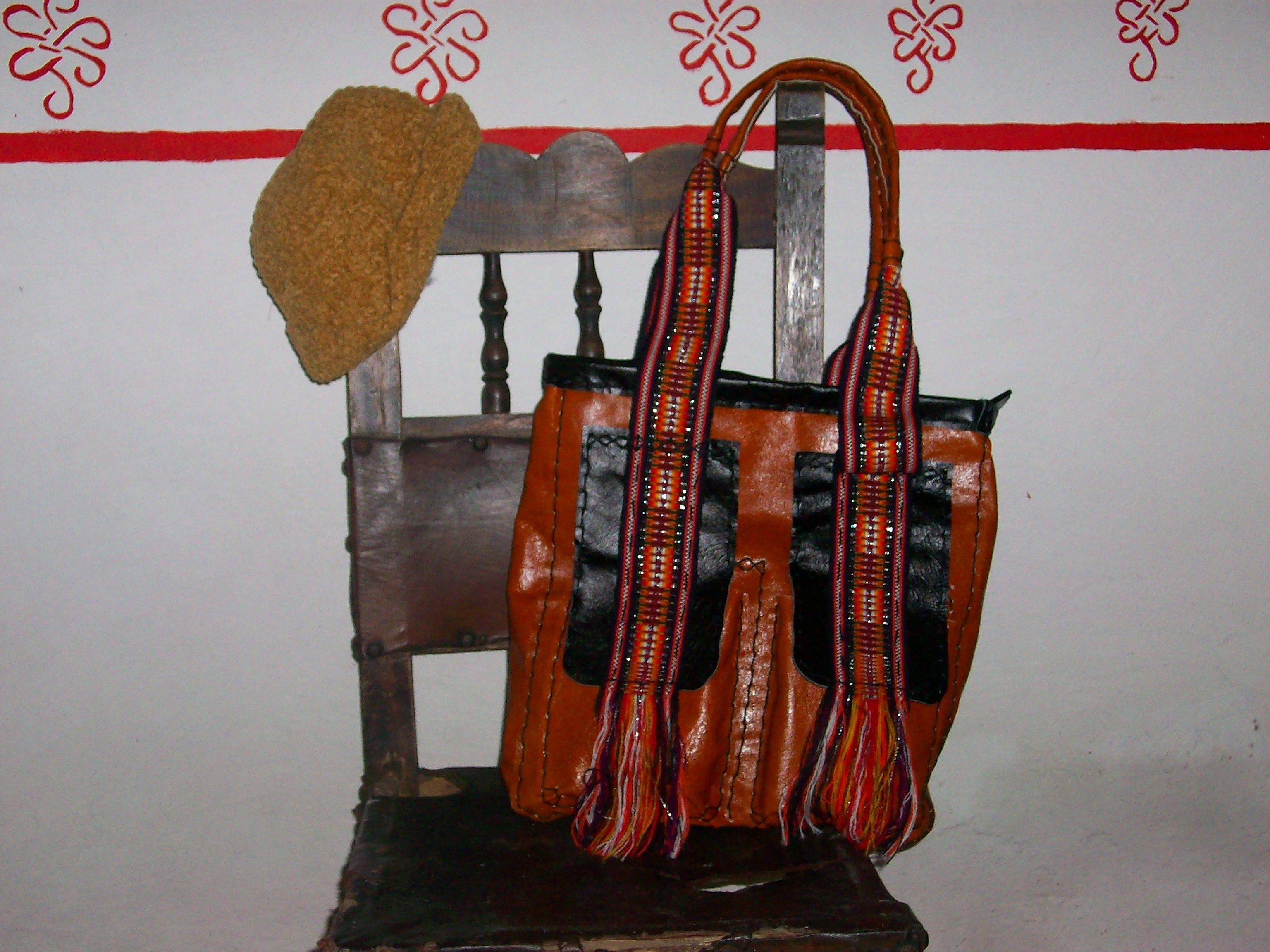 bolso de cuero#con riata artesanal#hecho a mano