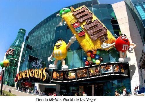 Amali: fachada de una tienda de las Vegas, muy original con un diseño unico en el que refleja la marca m&m`s