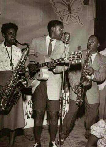 BB KING and his female saxophone player Everlyn Young and