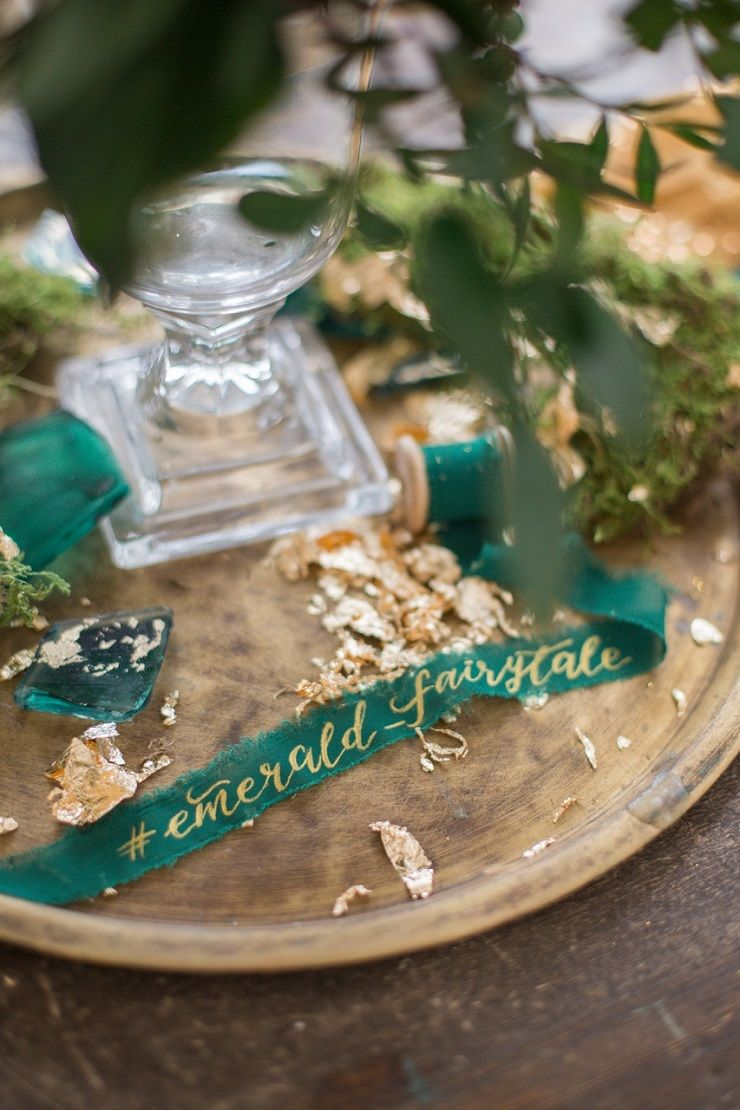 Gold and emerald fairytale wedding table decorations | fabmood.com #wedding #weddingstyledshoot #weddingphotos #weddinginspiration #weddingphotography #fineartwedding #fairytalewedding