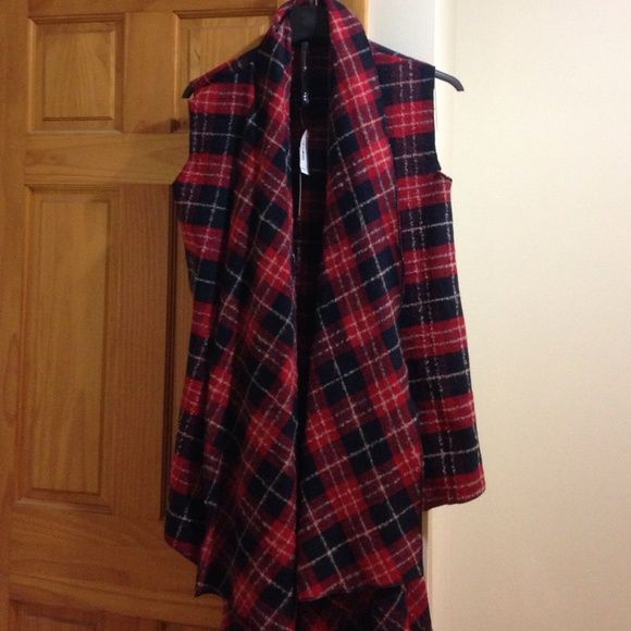 Over sized layering plaid sweater wrap Over sized layering vest great for fall! Very comfy! Sweaters