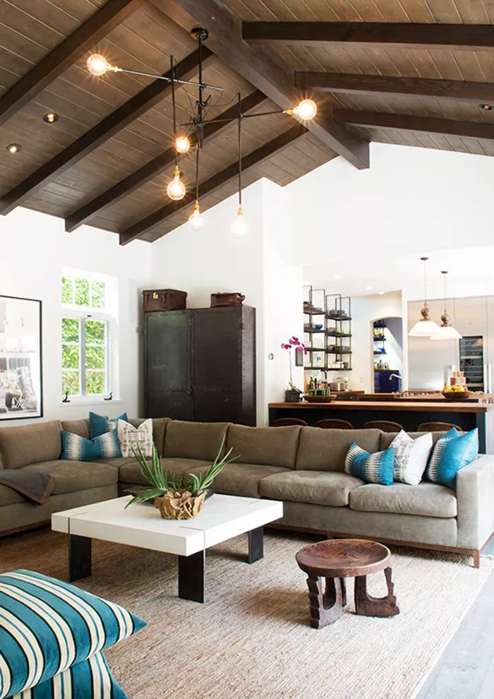 9 Farmhouse Living Rooms Chic Enough for Urban Dwellers ...