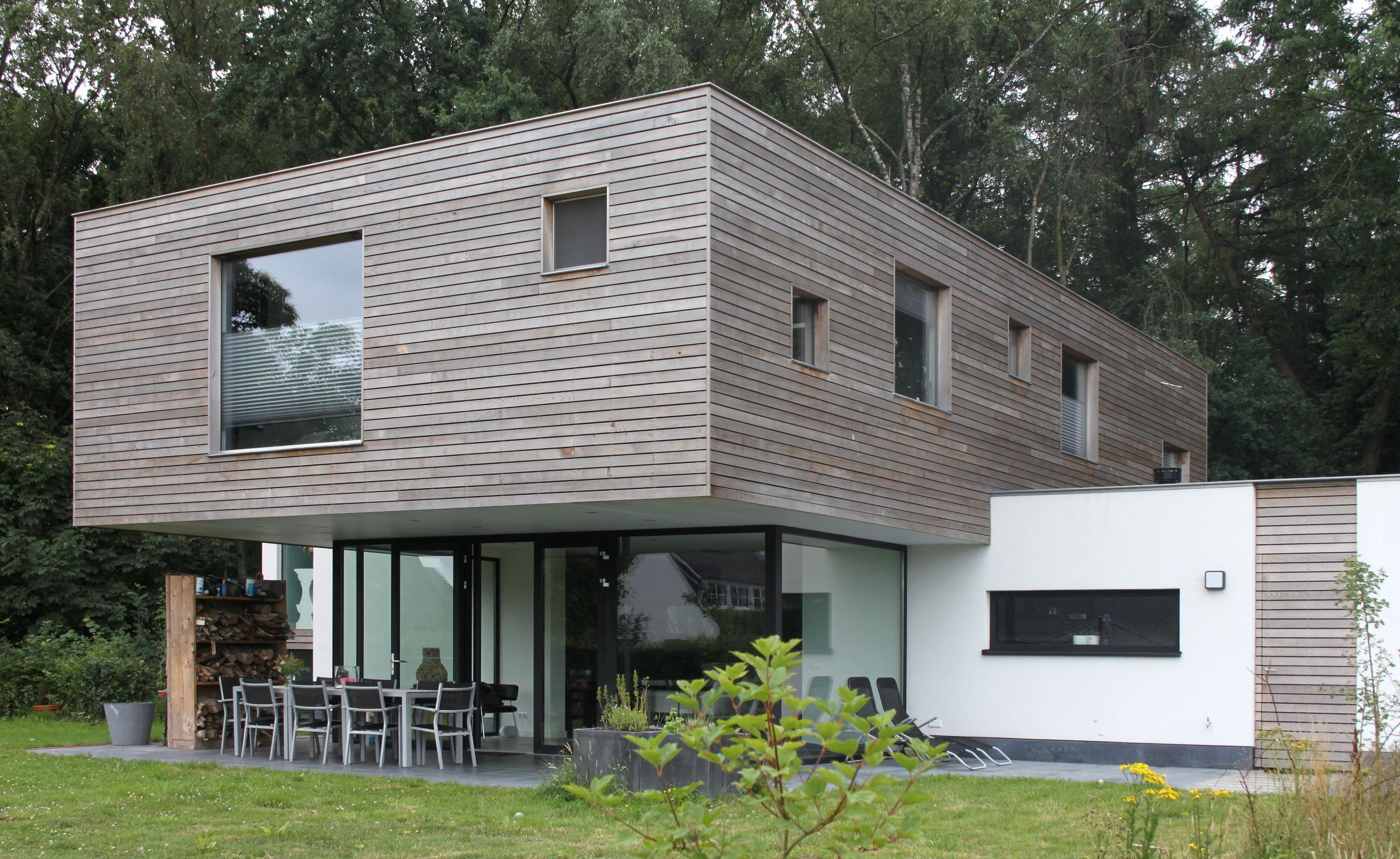 MINIMALISTIC HOUSE AT OIRSCHOT (THE NETHERLANDS) On A Large Plot, Situated  Next To A Forest, Spanjers Architect Designed A Modern Villa At The End Of  A Long ...