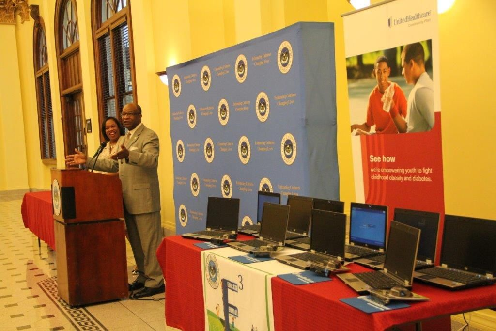 Unitedhealthcare donates laptop computers to the city of