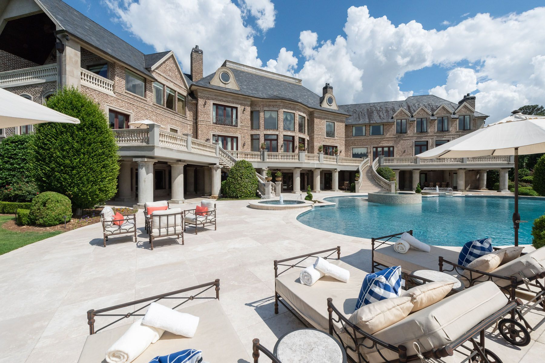 Atlanta S Most Spectacular Gated Estate Nestled On 17 Parklike Acres Atlanta Mansions Mansions Expensive Houses