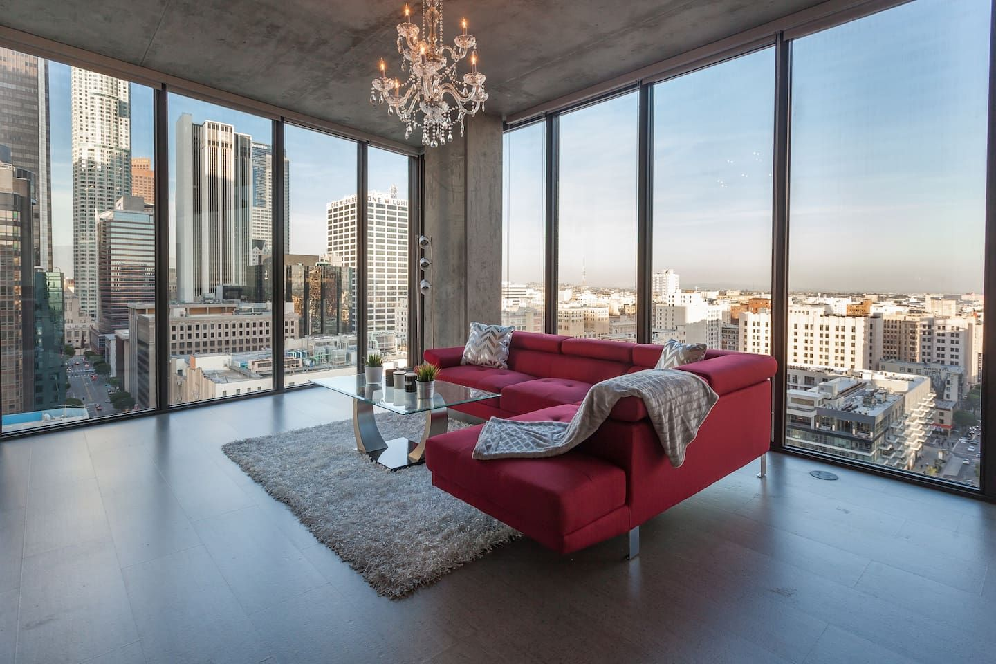 Urban Downtown La Floor To Ceiling Penthouse Apartments For Rent In Los Angeles Floor To Ceiling Windows Luxury Penthouse Apartment Decor