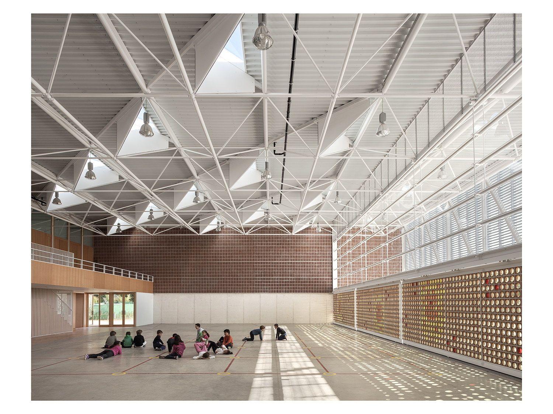 Klare form und enges raster sporthalle in valencia von for Architektur valencia