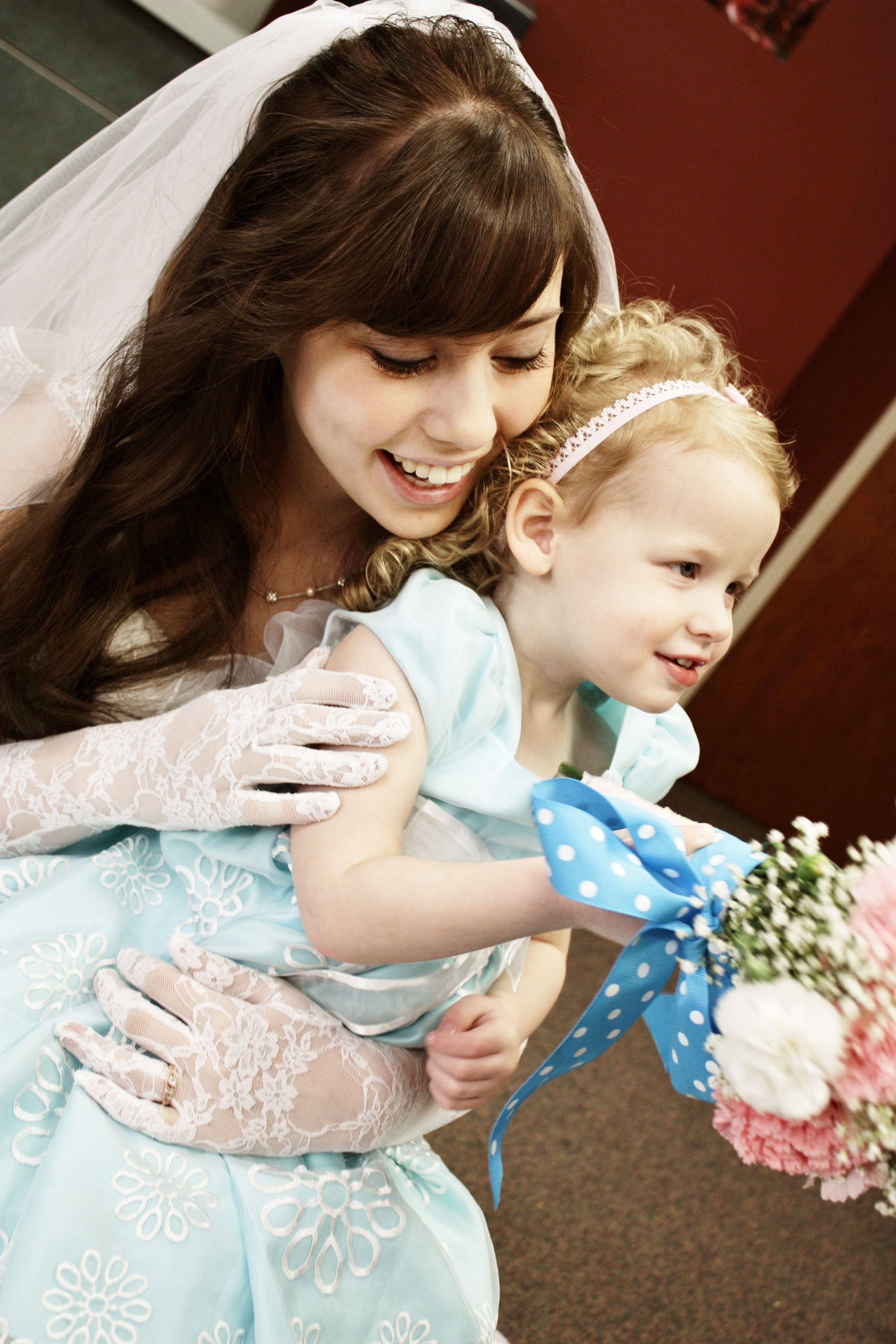 Flower girl holding the bouquet wedding photography wedding