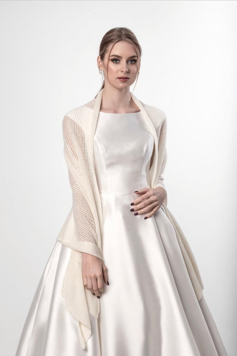 Gestrickte Hochzeit Schnursenkel Schal Elfenbein Hochzeit Etsy In 2020 Lace Weddings Lace Shawl Lace Wrap
