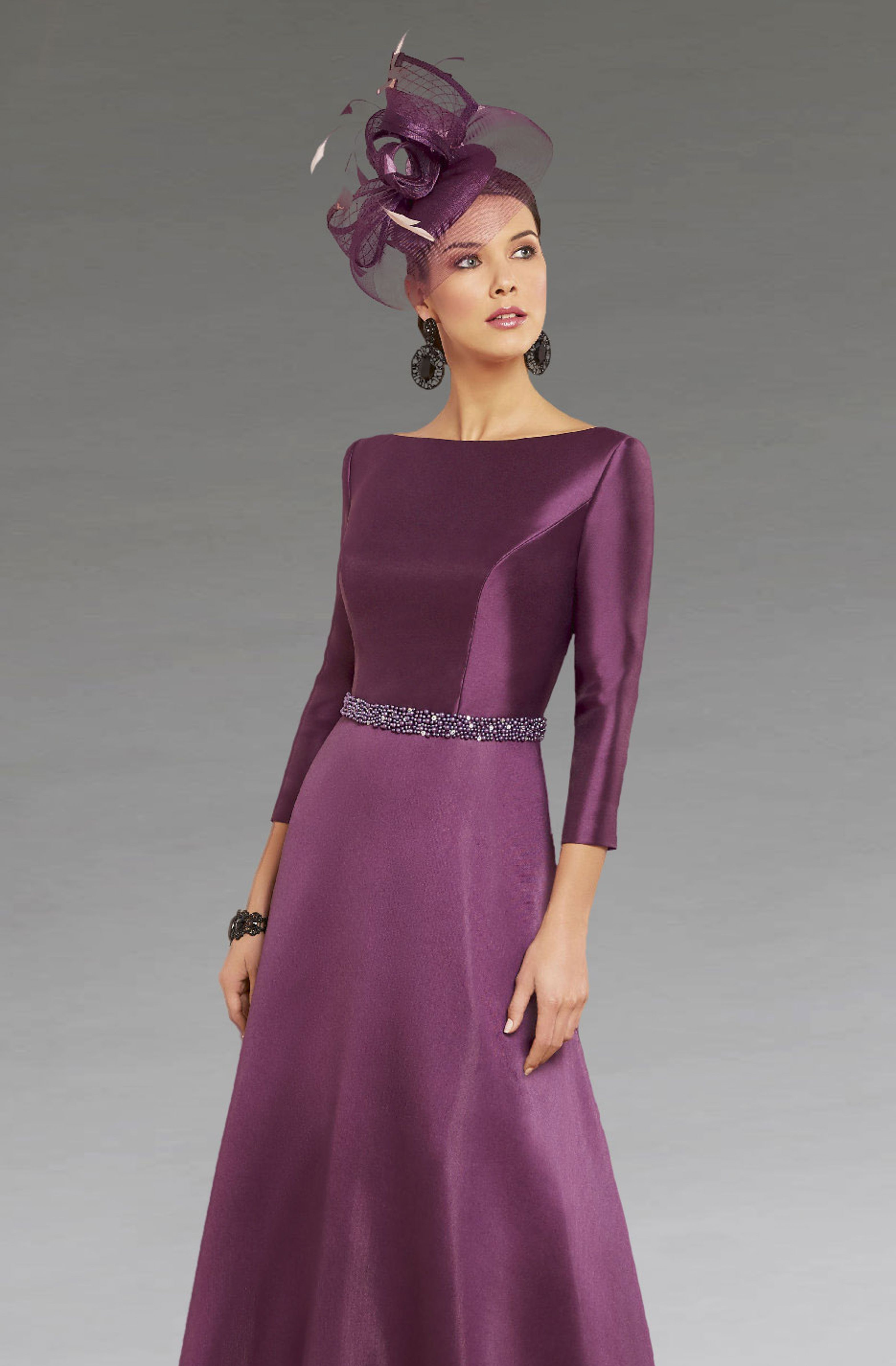This mid length dress features a beaded waistband to help