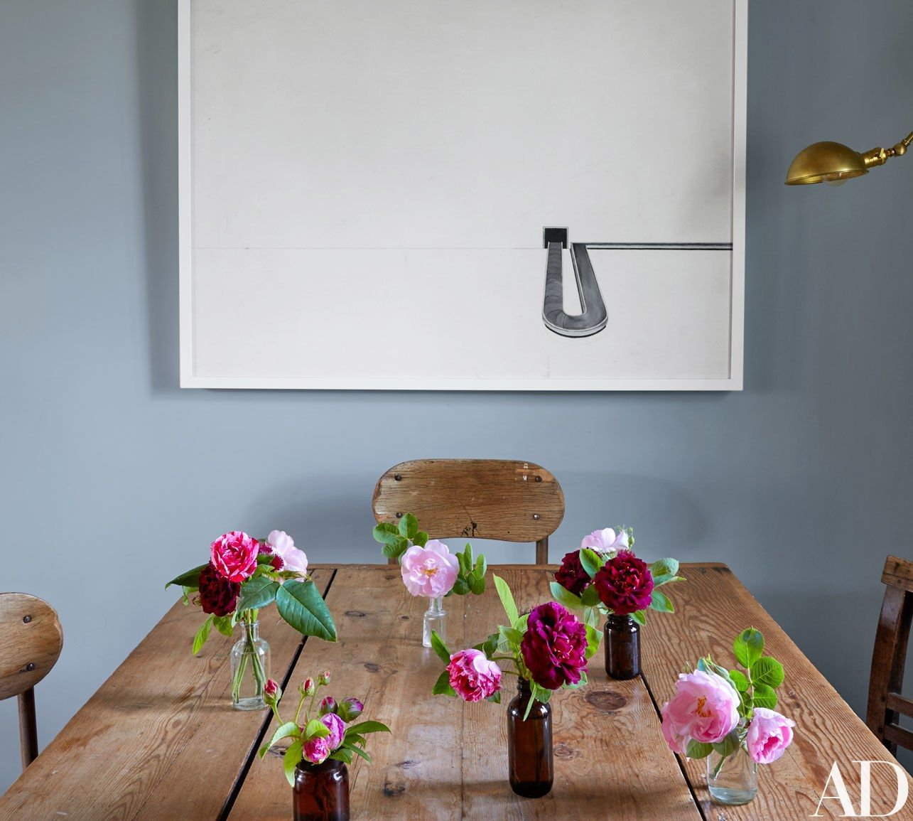 People painting houses - 11 Classic Decor Elements Every English Country Home Should Have Farmhouse Tables Brooks Updated The Classic In Her Kitchen With A Contemporary Painting