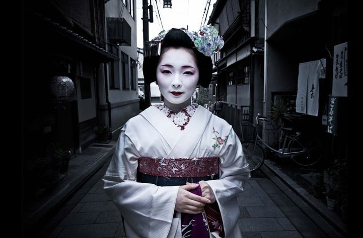 A maiko (or traditional Japanese geiko entertainer in training) in Kyoto named Toshimana has her picture taken. (Photographer: Seiya Bowen)