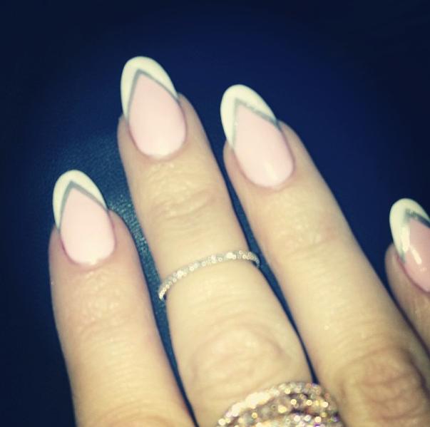 Khloe Kardashian\'s Monochrome Mani | Kardashian nails, Khloe ...